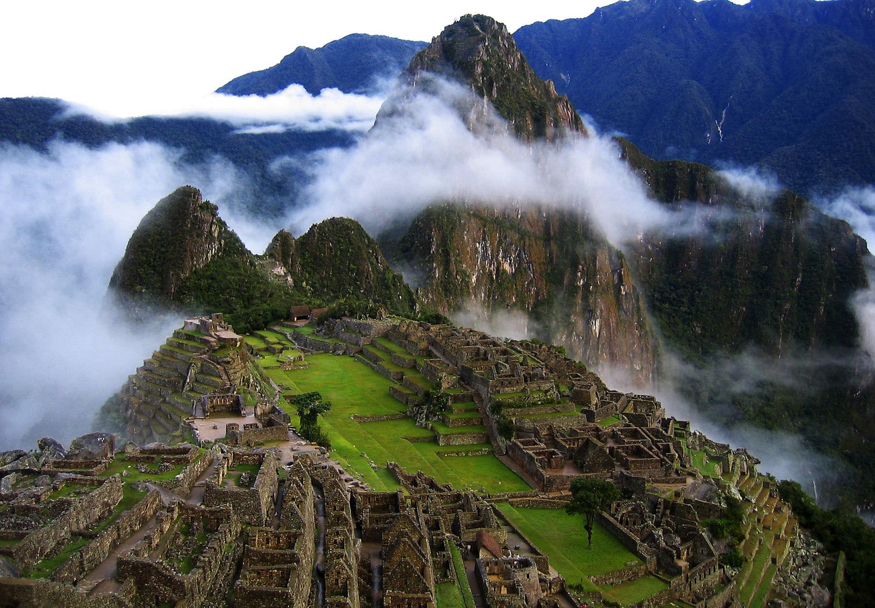 CUSCO MACHUPICCHU - Peru: Machu Picchu shines in National Geographic cover