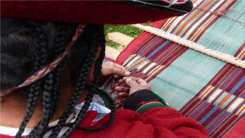 Tour Patabamba Andean Weavers Community Cusco-Boton